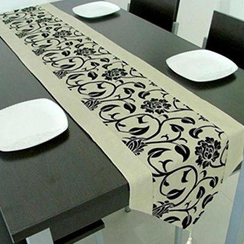 رومیزی رانر در وسط میز ناهارخوری